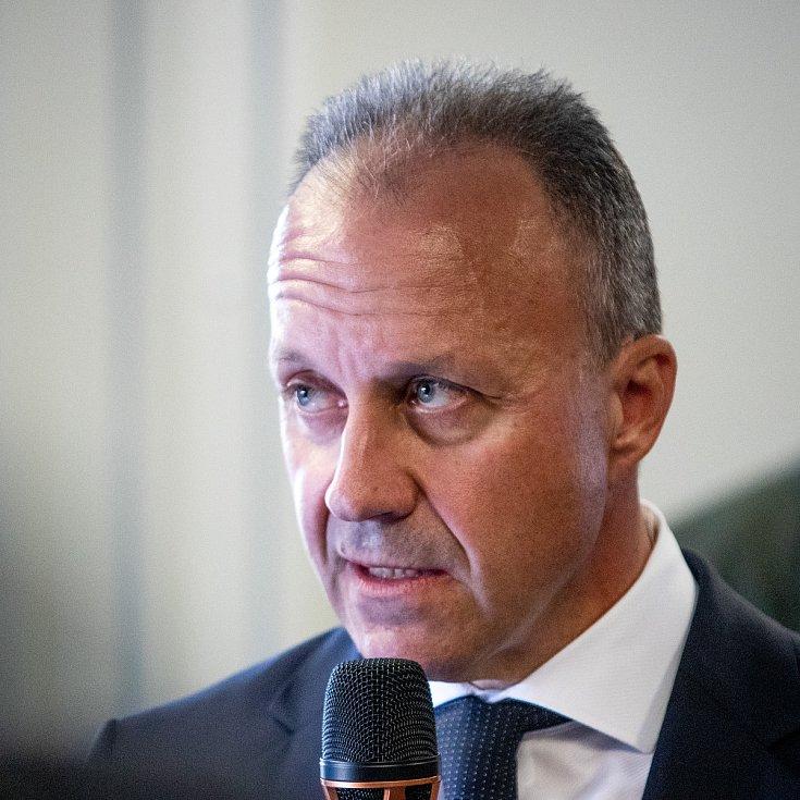 Dny NATO a Dny Vzdušných sil Armády ČR, 21. září 2019 na letišti v Mošnově. Tisková konference AERO Vodochody. Na snímku Dieter John.
