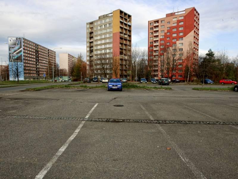 Ilustrační foto. Veřejné parkoviště na Dubině.
