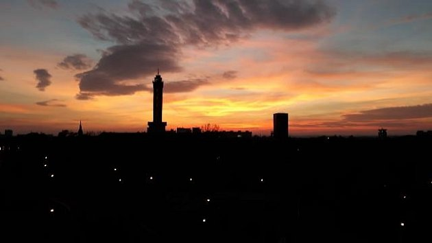 Západ slunce nad ostravskou radnicí. Foceno 21.října 2020.