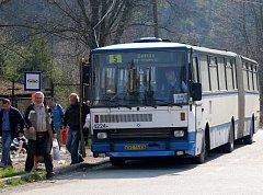Místo tramvají jezdí na trase mezi Porubou a Kyjovicemi autobusy. Tramvaje je nahradí až od příštího pondělí