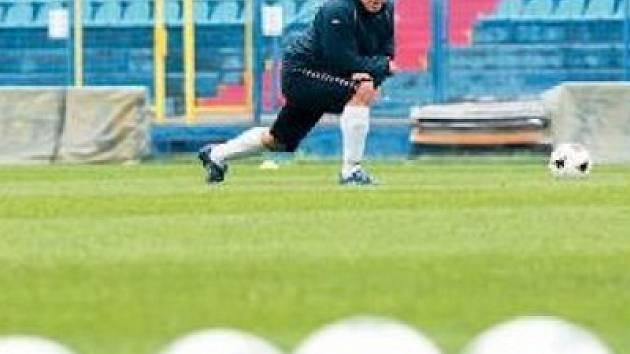 Osobnost Baníku Tomáš Galásek během posledního tréninku před dnešním utkání se Spartakem .