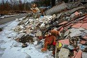Exekuce na rozpadající se činžák v Žižkově ulici prý brání jeho demolici, tak ohrožuje své okolí.