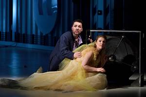 Jorge Garza jako Michel a Kateřina Kněžíková jako Julietta ze zkoušky opery Julietta aneb Snář.