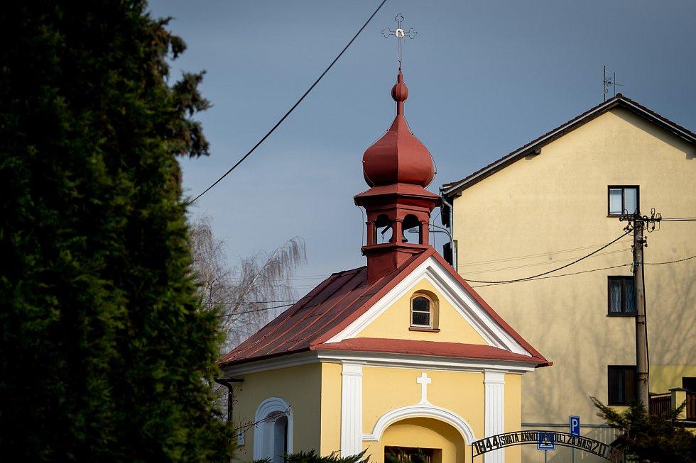 Slezská Ostrava, 25. března 2020. Městská část Muglinov, kaplička svatá Anna.