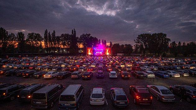 Mirai autokoncert v Dolní oblasti Vítkovic, 15. května 2020