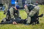 Dny NATO v Ostravě na letišti v Mošnově. Přehlídka policií - kynologové