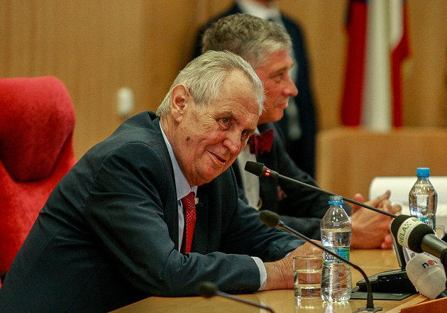 Návštěva prezidenta Miloše Zemana v Moravskoslezském kraji, 15. května 2018, na snímku s hejtmanem Ivo Vondrákem.