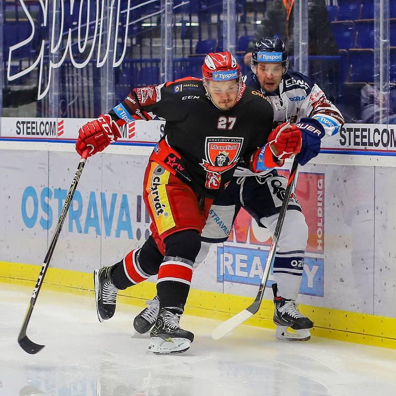 Utkání 39. kola hokejové extraligy: HC Vítkovice Ridera - Mountfield Hradec Králové, 24. ledna 2020 v Ostravě. Na snímku (zleva) Oskars Cibulskis, Jan Hruška.