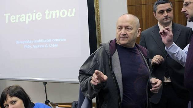 Na deset dnů se nechal zavřít do protiatomového krytu v areálu bývalého dolu Jeremenko v Ostravě Andrew Urbiš
