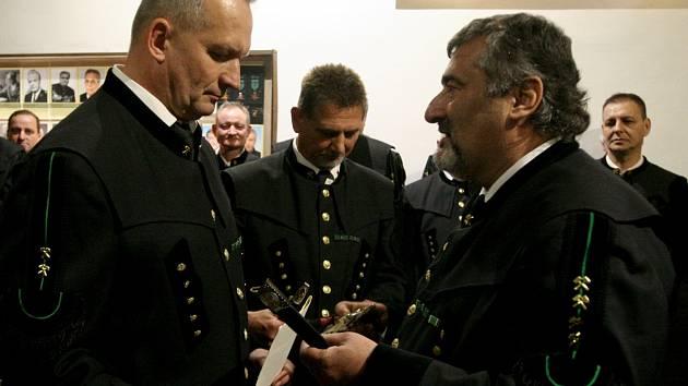 Vyznamenával i Josef Kasper, coby ředitel HBZS Ostrava.