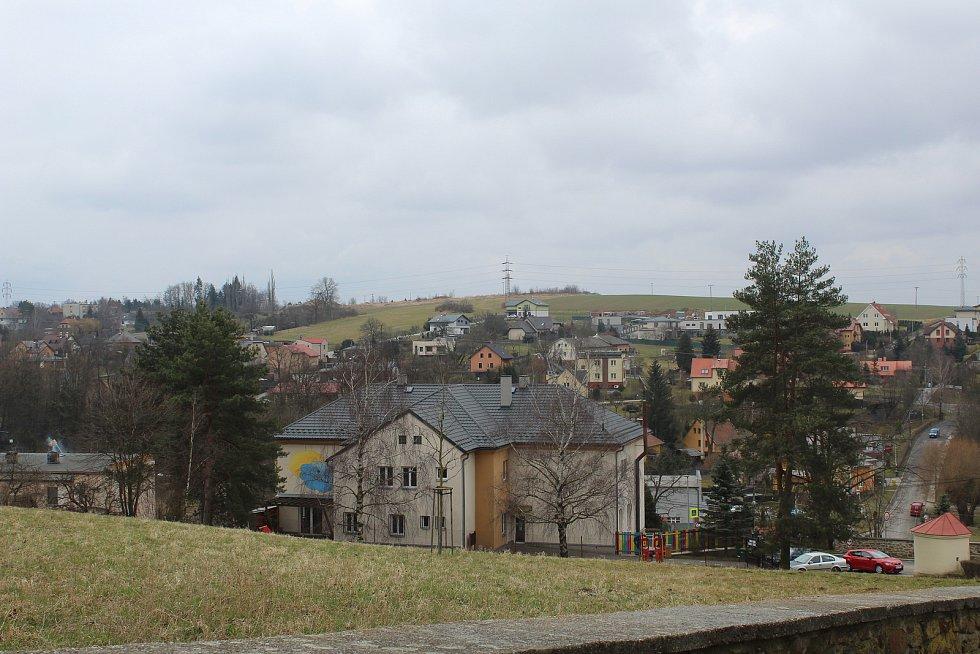 Nejvyšší bod Ostravy? Plesná je přesvědčená, že to může být tento kopec směrem na Krásné Pole.