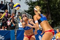 FIVB Světové série v plážovém volejbalu J&T Banka Ostrava Beach Open, 31. května 2019 v Ostravě. Na snímku (zleva) Barbora Hermannova (CZE), Marketa Slukova - Nausch (CZE).