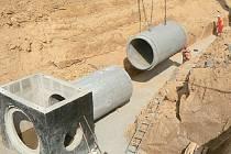 Betonové kanalizační potrubí se stalo jablkem sváru mezi signatáři Deklarace porozumění.