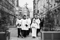 Květná neděle v Ostravě. Křesťané tento den vstupují do svatého týdne, vrcholu postní doby, po němž následují Velikonoce. Květná neděle připomíná Kristův slavný vjezd do Jeruzaléma.