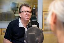 Michael Prostějovský v rozhlasovém studiu.
