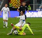 FC Baník Ostrava – MFK Karviná, v bílém Robert Hrubý