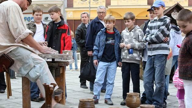 Na Kuřím rynku v centru Ostravy připomíná blížící se svátky jara velikonoční jarmark