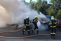 Požár tří aut v Ostravě-Zábřehu.