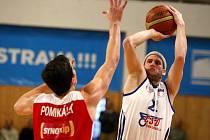Basketbalista Jan Stehlík po devíti letech končí v Nové huti Ostrava. Na snímku v utkání s Nymburkem.
