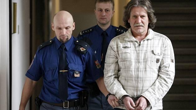 Josef Kosík byl za napadení spolubydlícího odsouzen k šestnácti rokům vězení.