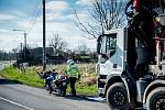 Kontrolní akce Policie ČR na dodržování pravidel při jízdě a přes železniční přejezdy, Polanka nad Odrou, 27. března 2019 v Ostravě.