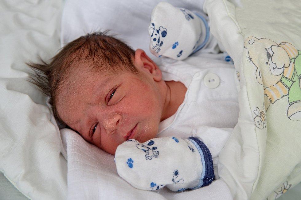Denis Čopák, narozen 28. dubna 2021 v Karviné, míra 46 cm, váha 2800 g. Foto: Marek Běhan