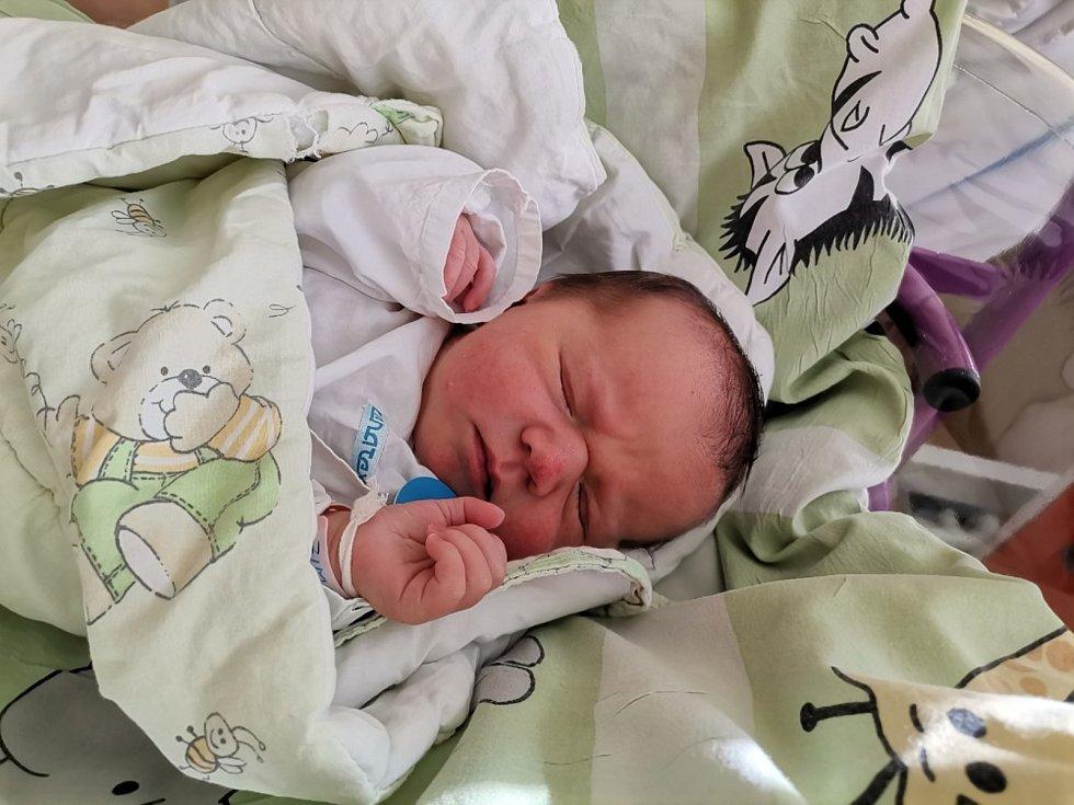 Štěpánka Zimná z Dolní Lomné, narozena 3.5. 2021 v Havířově, míra 51 cm, váha 3740 g. Foto: Michaela Blahová