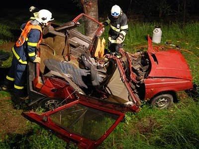 Hasiči z Hlučína zasahují u tragické dopravní nehody u Děhylova
