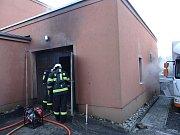 Zásah hasičů u požáru garáže v Klimkovicích.