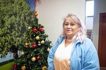 Na snímku ošetřovatelka z domova Kamenec, Jana Suchanková, prosinec 2019, Ostrava.