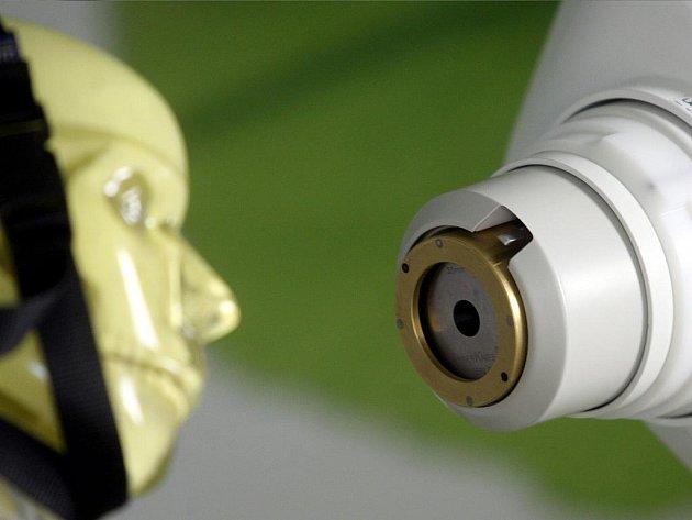Ostravská fakultní nemocnice ve středu zkušebně spustila CyberKnife – špičkový robotický ozařovač.