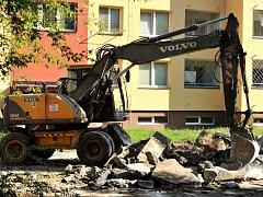 Dvory v ulici Jana Maluchy na Dubině čeká rozsáhlá rekonstrukce. Vznikne tady přes sedmdesát parkovacích míst.