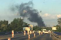 Požár v ArcelorMittal, jak jej zaznamenal jeden z řidičů na Rudné ulici.