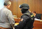 Údajný boss lihové mafie Radek Březina u ostravského soudu.