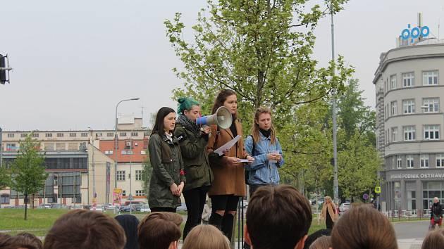 Stávka Za Klima Twitter: Mezi Demonstranty V Ostravě: Planeta Trpí, Proto Nešli Do