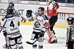 45. kolo hokejové extraligy mezi HC Vítkovice Ridera - HC Dynamo Pardubice v Ostravě dne 14. února 2020. Zleva Ray Hesse Dudas z Vítkovic a Peter Šišovský z Vítkovic.