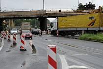 V těchto místech došlo v červnu roku 2010 ke krvavému silničnímu incidentu.