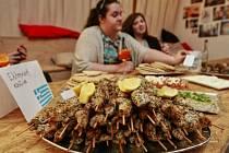Lidé, kteří v sobotu po poledni zavítali do kulturního centra Cooltour, mohli doslova ochutnat nevšední zážitek. Na akci s příznačným názvem Ostravští cizinci vaří v Ostravě se podávala jídla od Argentiny po Vietnam.