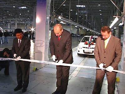 Slavnostní zahájení zkušební výroby aut v automobilce Hyundai v Nošovicích