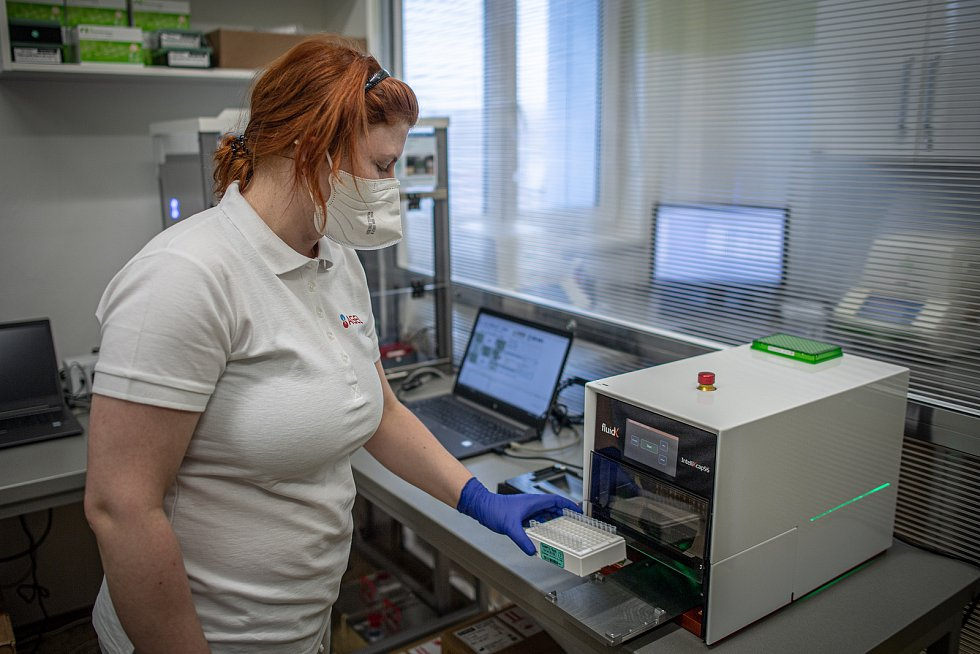 Jako první na Moravě laboratoře AGELLAB umí detekovat přítomnost koronaviru ze vzorku slin, 25. ledna 2021 v Ostravě.
