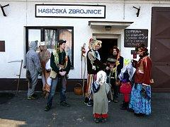Kozelkový průvod masek začal v sobotu po 13. hodině ve spodní části Pustkovce před místní hasičárnou.