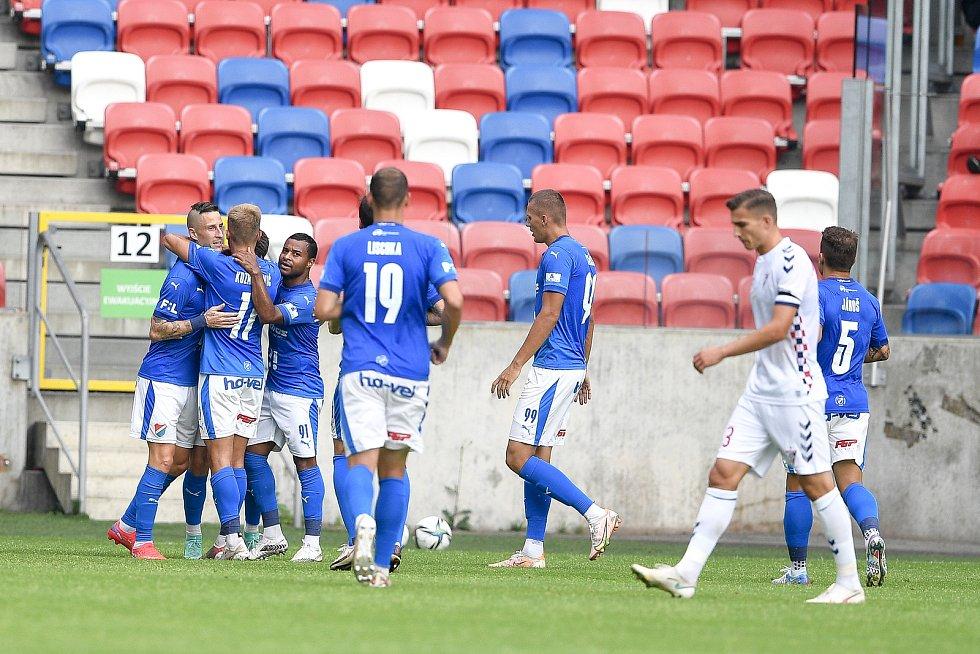 Přátelské utkání Górnik Zabrze - FC Baník Ostrava, 17. července 2021 v Zabrze (PL). (vlevo) David Buchta z Ostravy oslavuje gól.