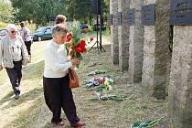 Zástupci města, členové Českého svazu bojovníků za svobodu a další pamětníci v pátek v Lískovci položili květiny k uctění památky mladých vlastenců, kteří zde byli před osmašedesáti lety popraveni německými okupanty.