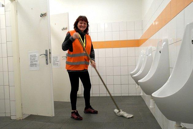 """Obsluha veřejné toalety, žádná """"hajzlbaba"""", upozorňuje Jarmila Brázdová."""