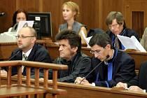 Snímek ze soudní síně. V ostravském justičním paláci v pondělí začalo hlavního líčení v případu jednoho z největších vlakových neštěstí u nás. Stalo se 8. srpna 2008 ve Studénce na Novojičínsku.