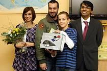 Nové maskoty ostravského klubu Kiwanis pojmenoval dvanáctiletý pacient dětského oddělení Městské nemocnice Ostrava Robin Tomaškovič a patrony jsou jim i známé osobnosti.