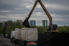 Odvoz upravených kalů z areálu chemičky Ostramo do tlakové plynárny Sokolovské uhelné ve Vřesové na Sokolovsku.