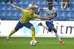 Utkání 2. kola první fotbalové ligy: Baník Ostrava - Fastav Zlín, 1. srpna 2021 v Ostravě. (zleva) Martin Cedidla ze Zlína a Collins Yira Sor z Ostravy.