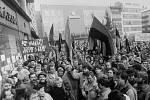 Demonstrace na náměstí Lidových milicí (dnes Masarykovo) v Ostravě po 17. listopadu 1989 se nesly v duchu touhy po svobodě a proti vládě jedné strany.