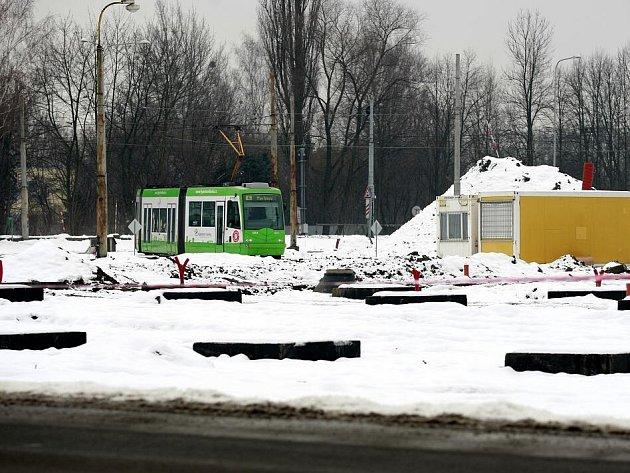 Dlouho připravovaný projekt stavby moderního dopravního uzlu na Hranečníku by měl být hotový zhruba za rok.